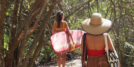 La Lancha beach trail